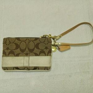 In Great condition standard print coach wristlet